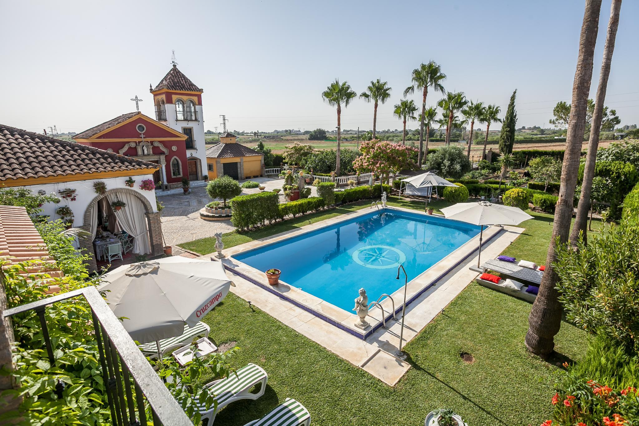 OFFER    COUNTRY HOUSE WITH SWIMMING POOL. SEVILLA