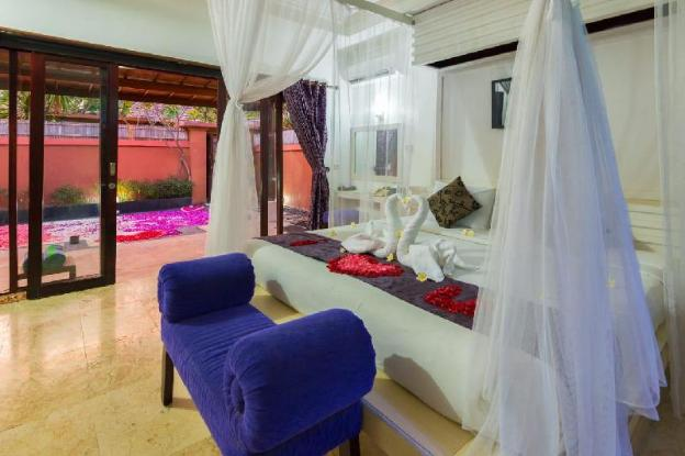 Romantic Villa In Kuta Central