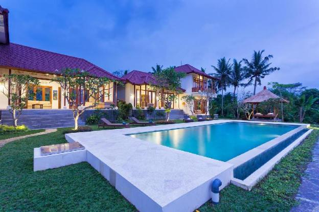 Luxury Villa with Pool for a large group
