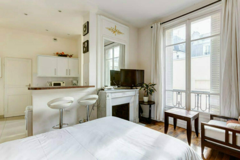 Cozy studio near Champs Elysees-Arc de Triomphe