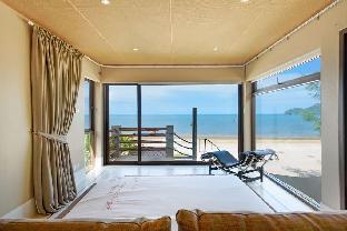 [サムロイヨッド]ヴィラ(150m2)| 2ベッドルーム/2バスルーム The Remarkable Beachfront Pool Villa
