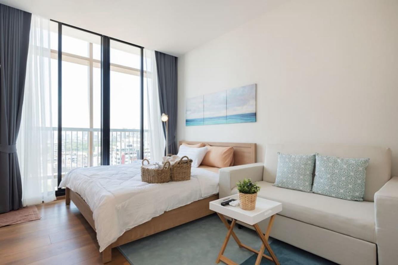 Rooftop pool gym luxury cozy condo free wifi  44