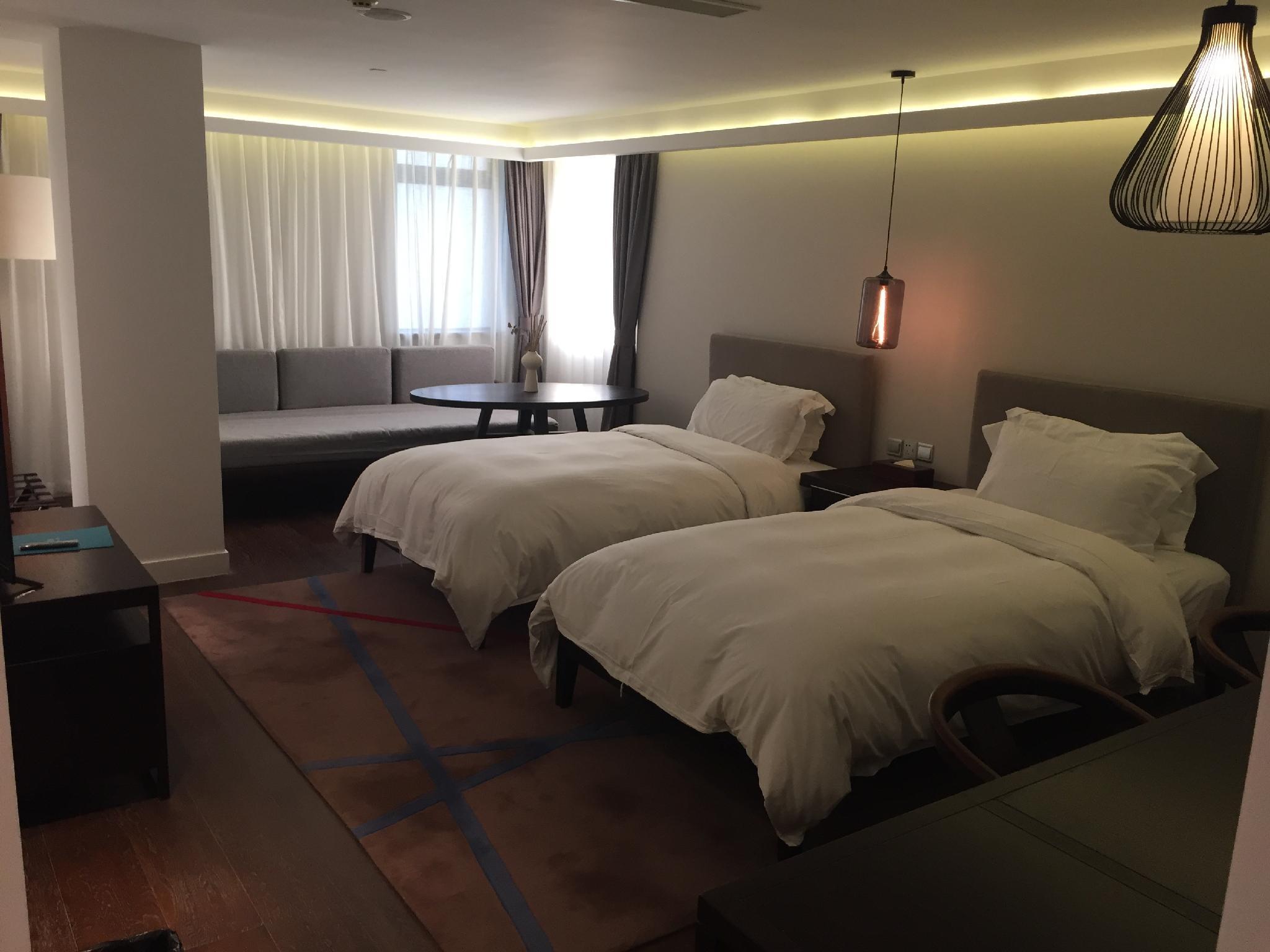 MEWbnb Superior Twin Room