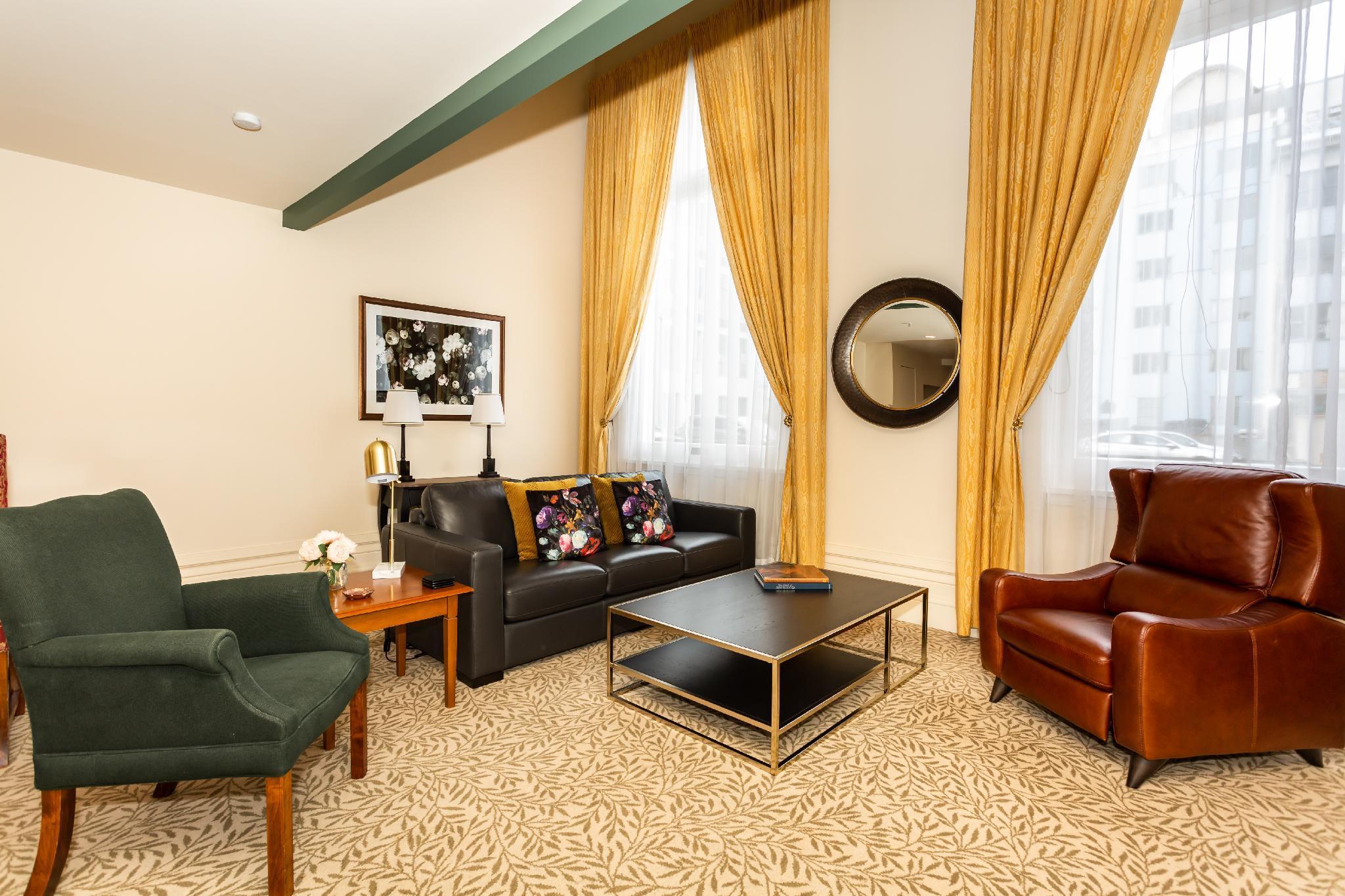 Lavishly Appointed 2bdm Suite Unbeatable Location
