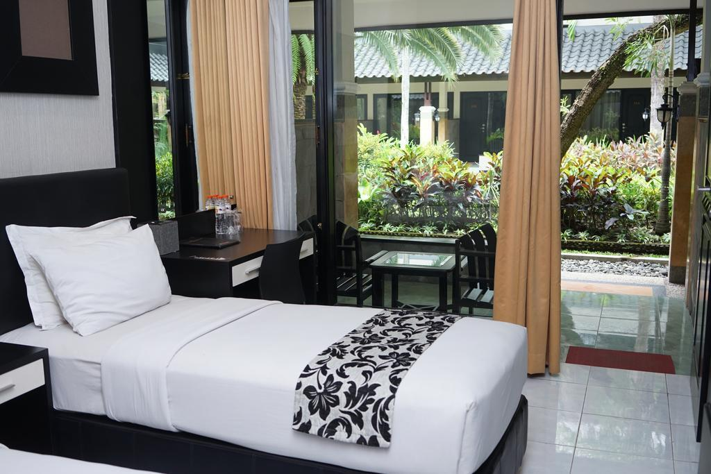 Superior Twin Room At Jl. KH Agus Salim