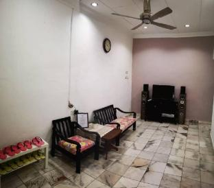 Cozy 3bedrooms for 9pax in Kulim 5mins to Desaku