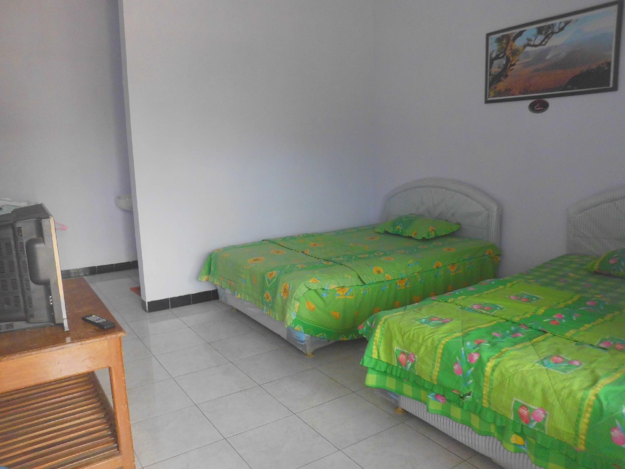 Twin Room With Breakfast 4 Person At Sapikerep