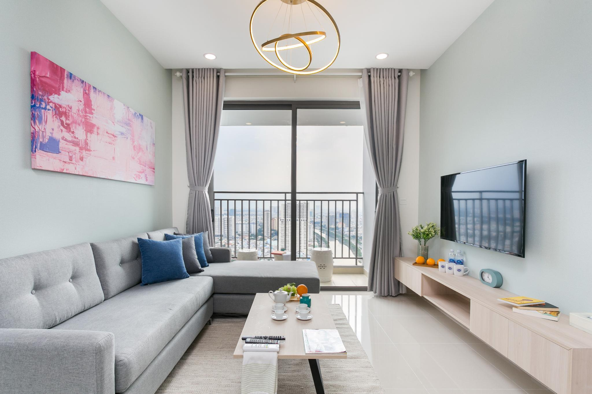 SKYDECK 3BR FLAT OFFERING STUNNING VIEWS FROM 32FL