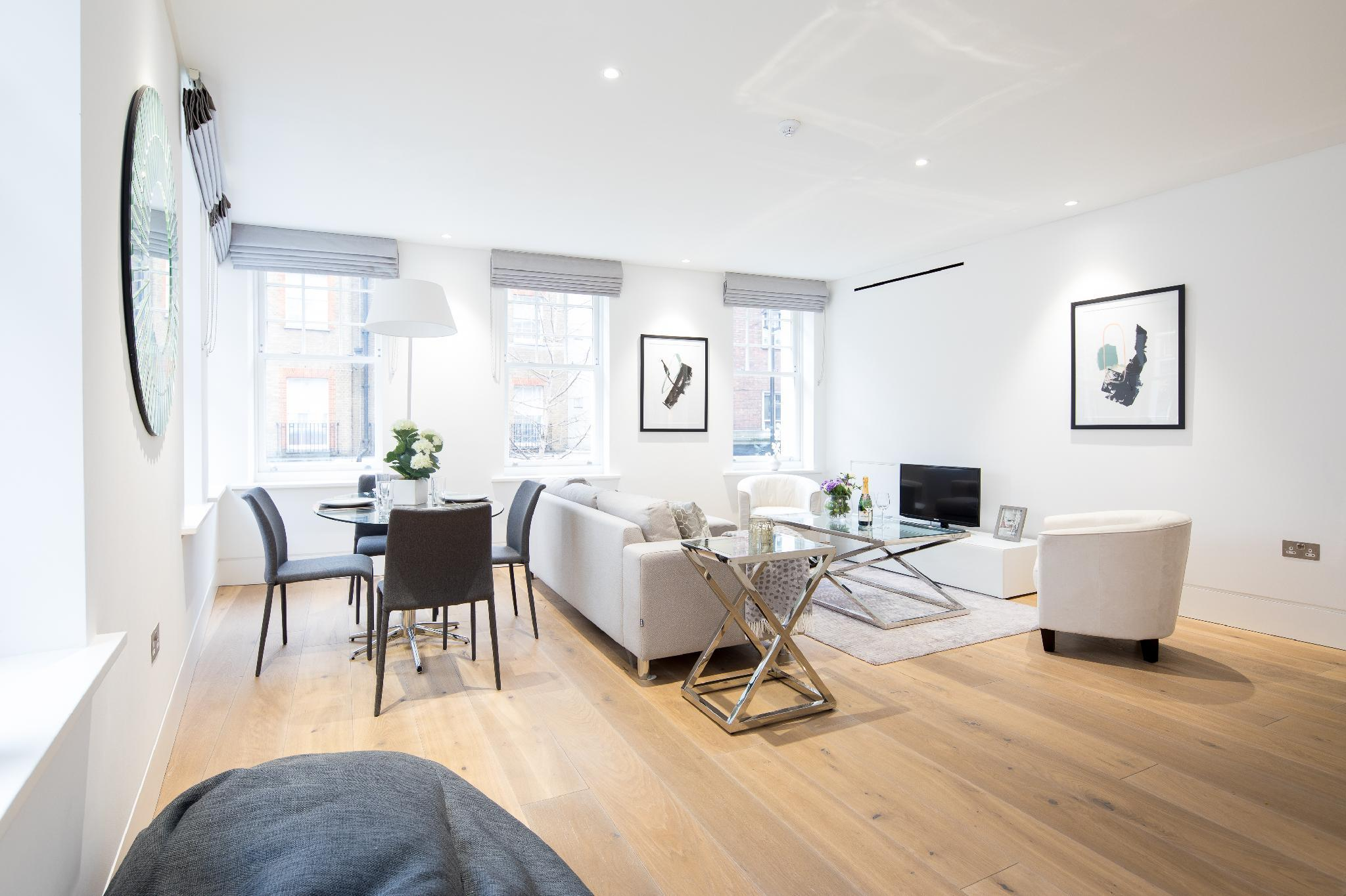 Romilly Street - Lovely & airy 2-bedroom apartment