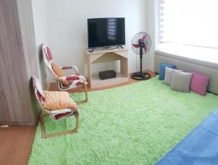 picture 3 of Feel at Home in Cozy & Spacious Townhouse w/ Pool