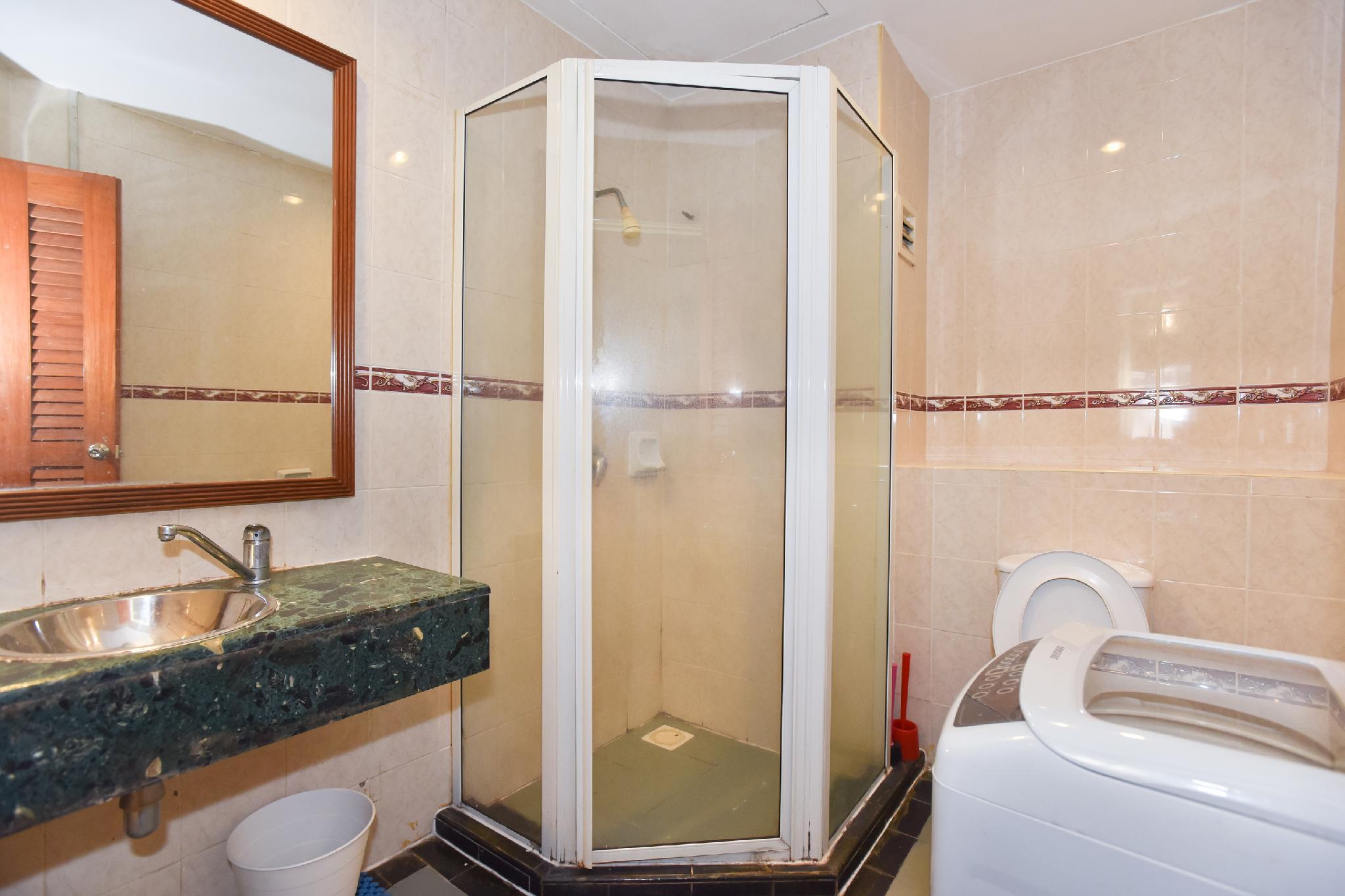 OYO Home 654 Cosy 1BR Megan Embassy