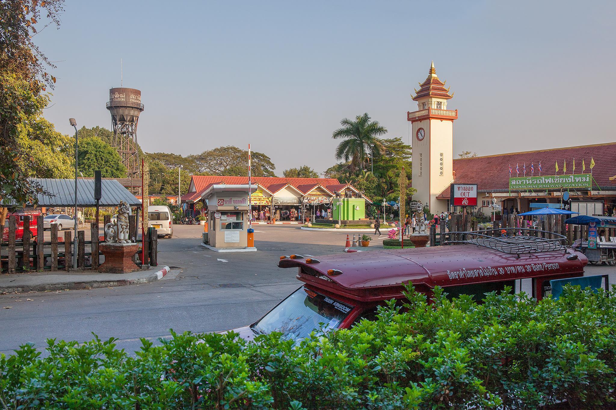 Modern 26 Sqm Bossotel ChiangMai FREE BIKES RENTAL