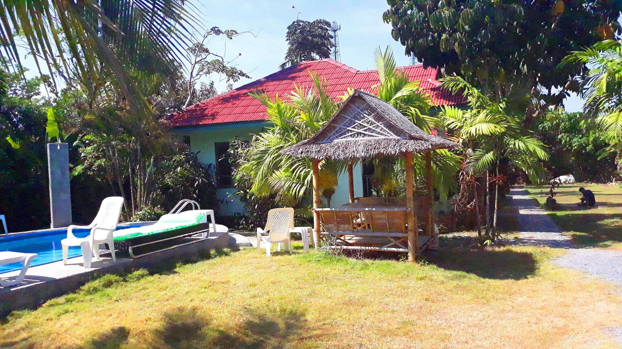Fantastic 2� Room Bungalow With Communal Pool