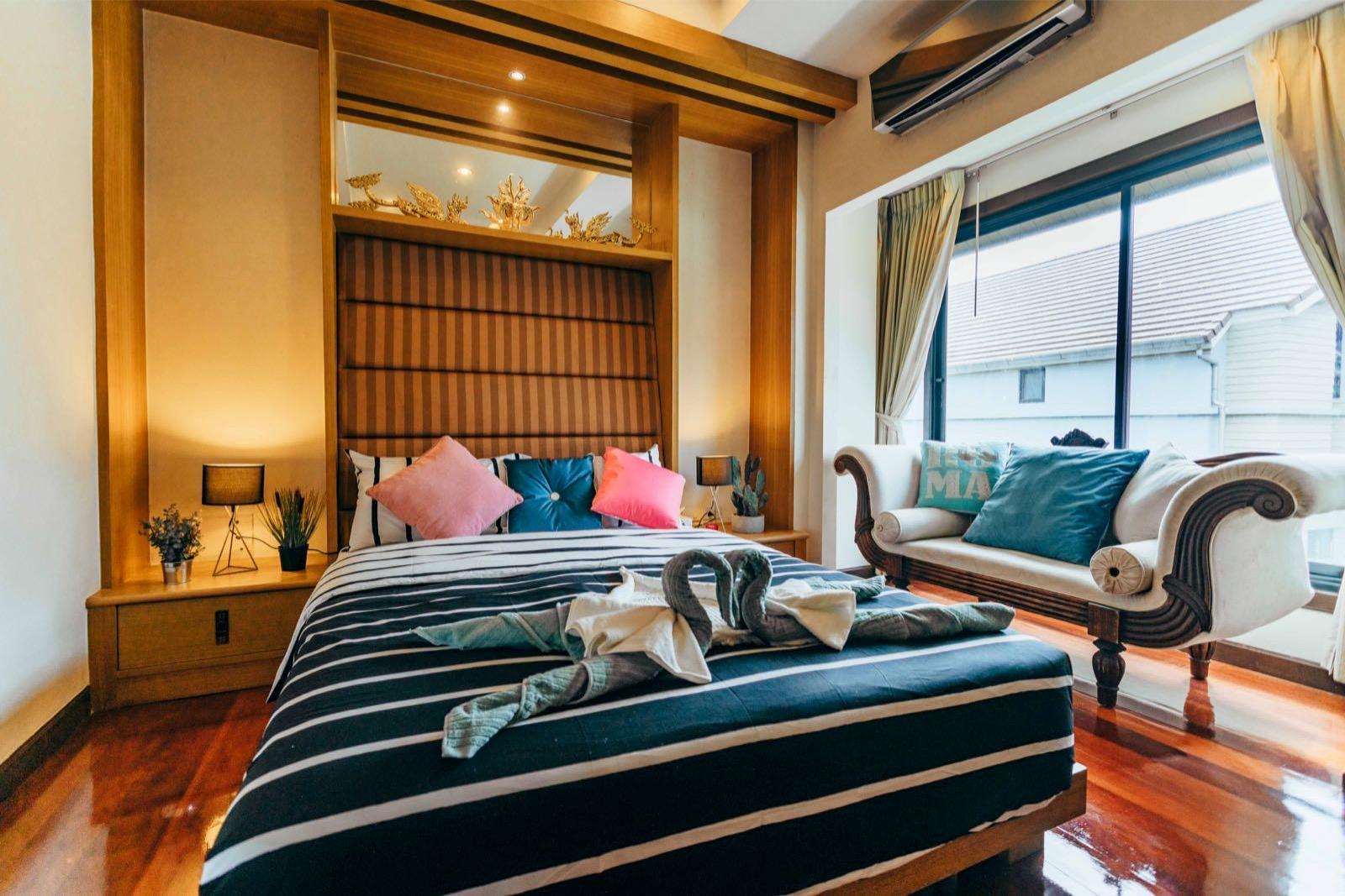 55 Deluxe 6 Bedroom Pool Villa In Downtown Pattaya