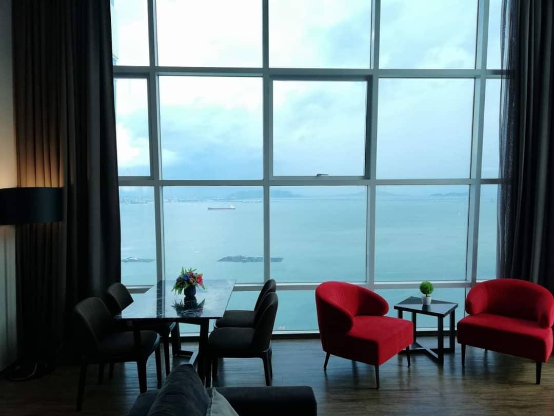 Summertime Maritime Luxury Seaview Suite II
