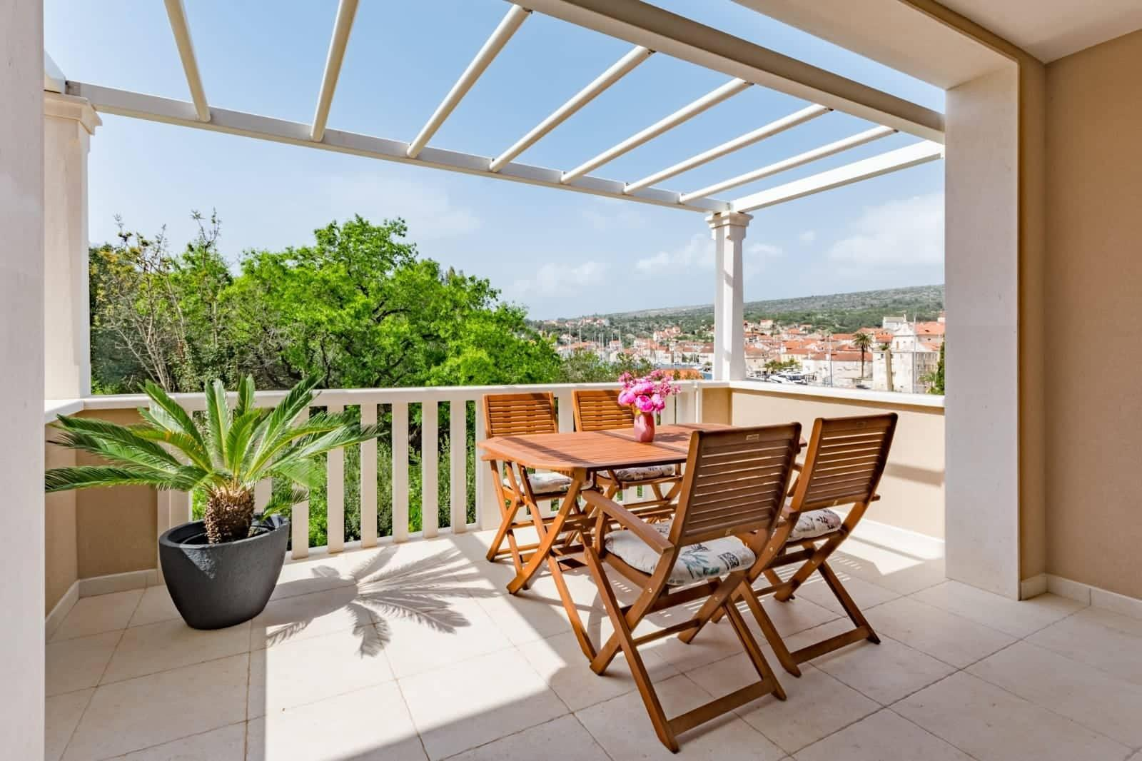Modern 4*** Apartment W PRIVATE PARKING In Milna