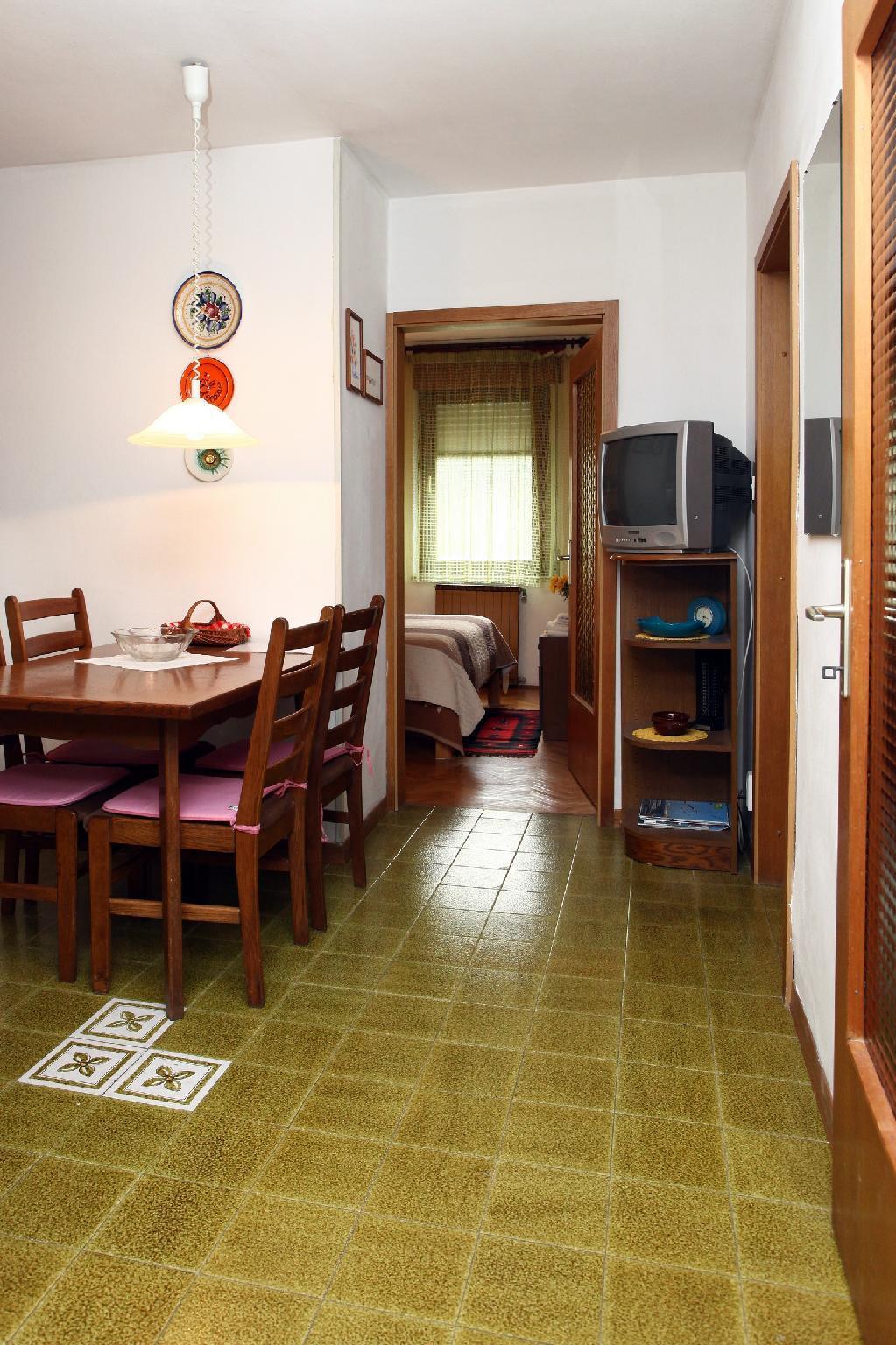 Parenzana Two Bedroom Apartment Lovor SK4
