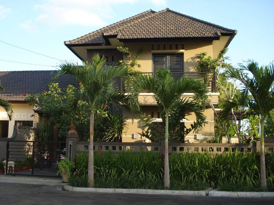 Rumah 2 Tingkat Dengan Kebun Luas