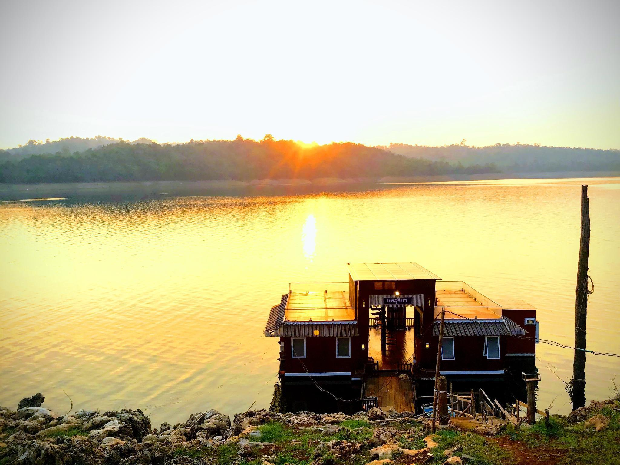 Boat House Suriya บ้านเดี่ยว 2 ห้องนอน 2 ห้องน้ำส่วนตัว ขนาด 130 ตร.ม. – ทองผาภูมิ