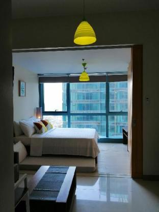 picture 1 of 31st Floor 1BR BGC, 6 pax, w/Pool, WiFi & Netflix