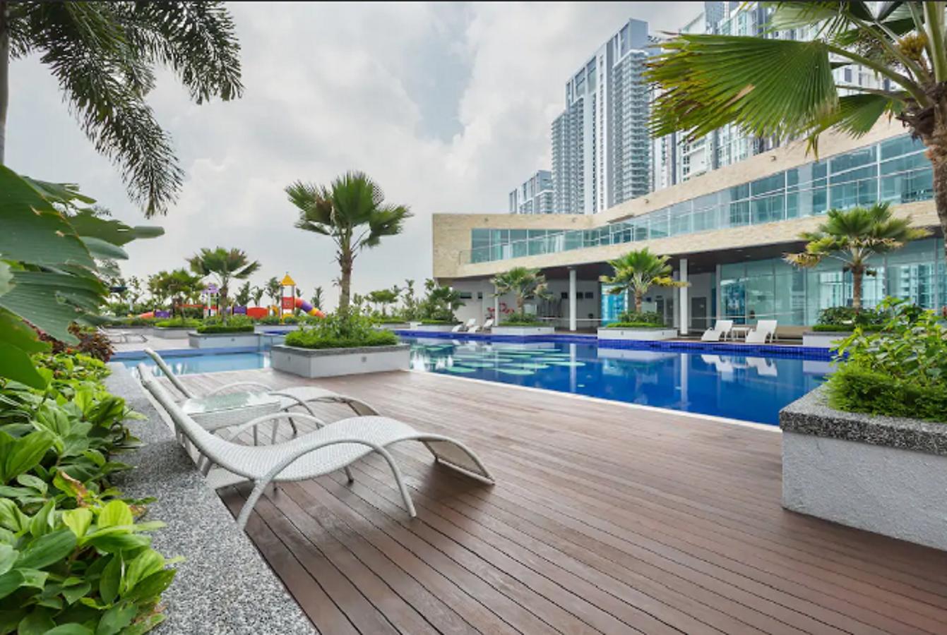 Premium Space For Business Trip And Honeymooner