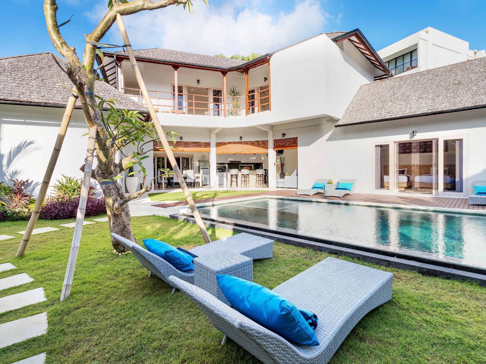 Tropical And Tranquil 7BR In Seminyak Hiburan Villas