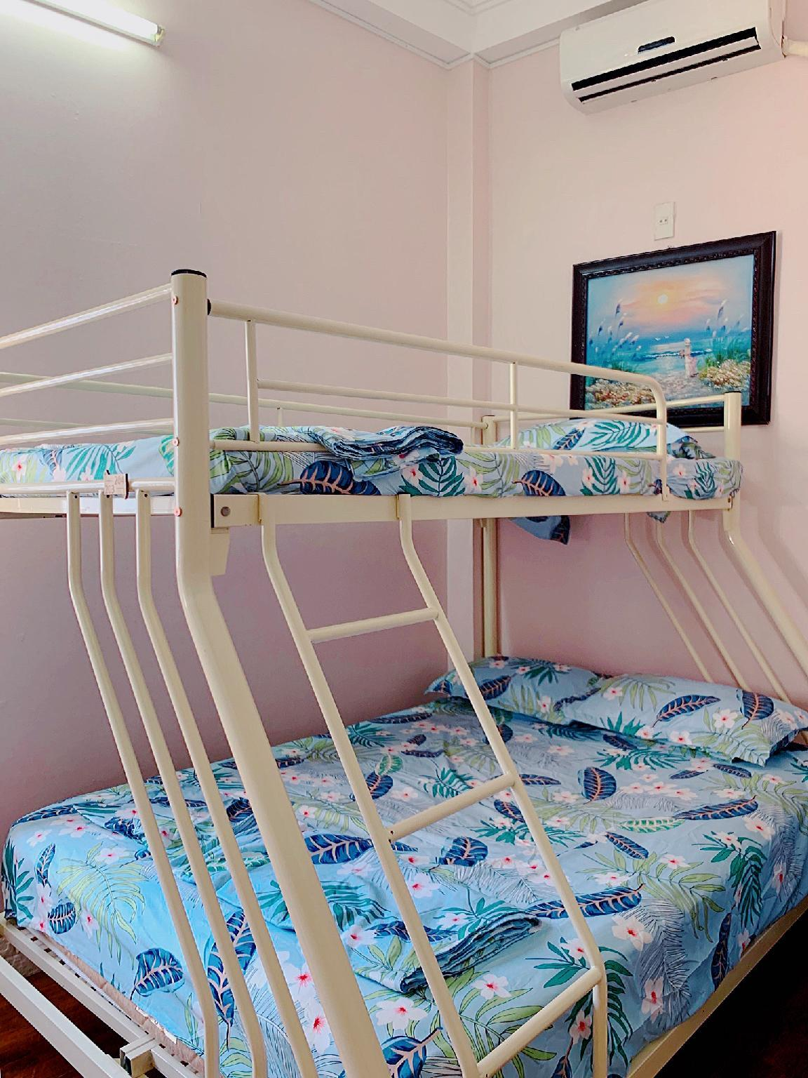TripleH's Sunny Window Family Private Room 203