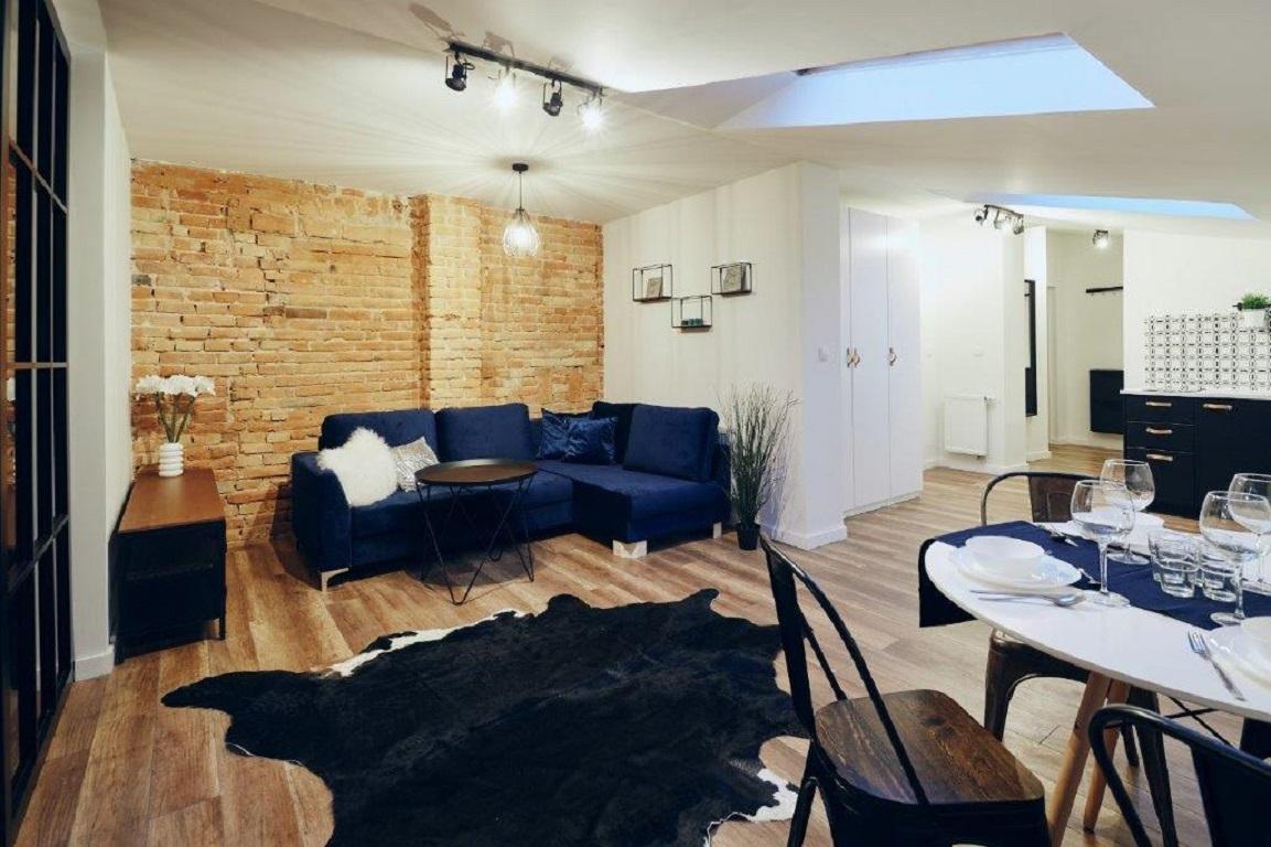 Blue Loft Apartment Next To Planty Gardens