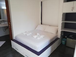 picture 3 of standard room calm, confortable, good location 32