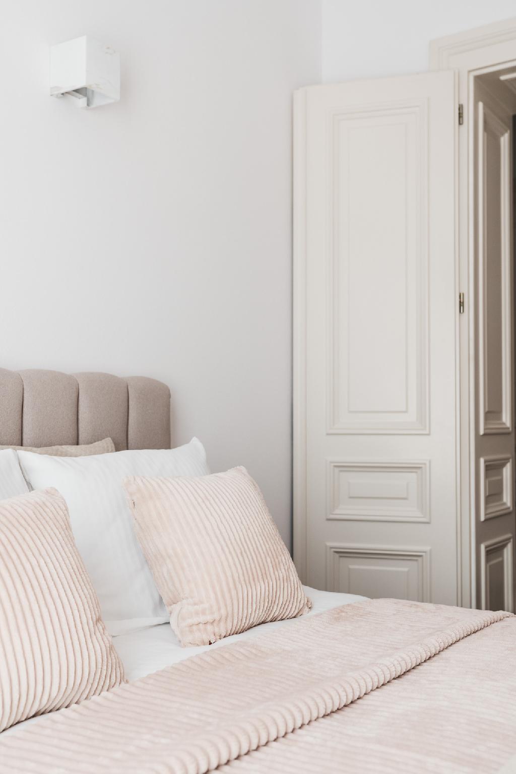 Elegant Cozy Apartment With Pieces Of Art HouseIII