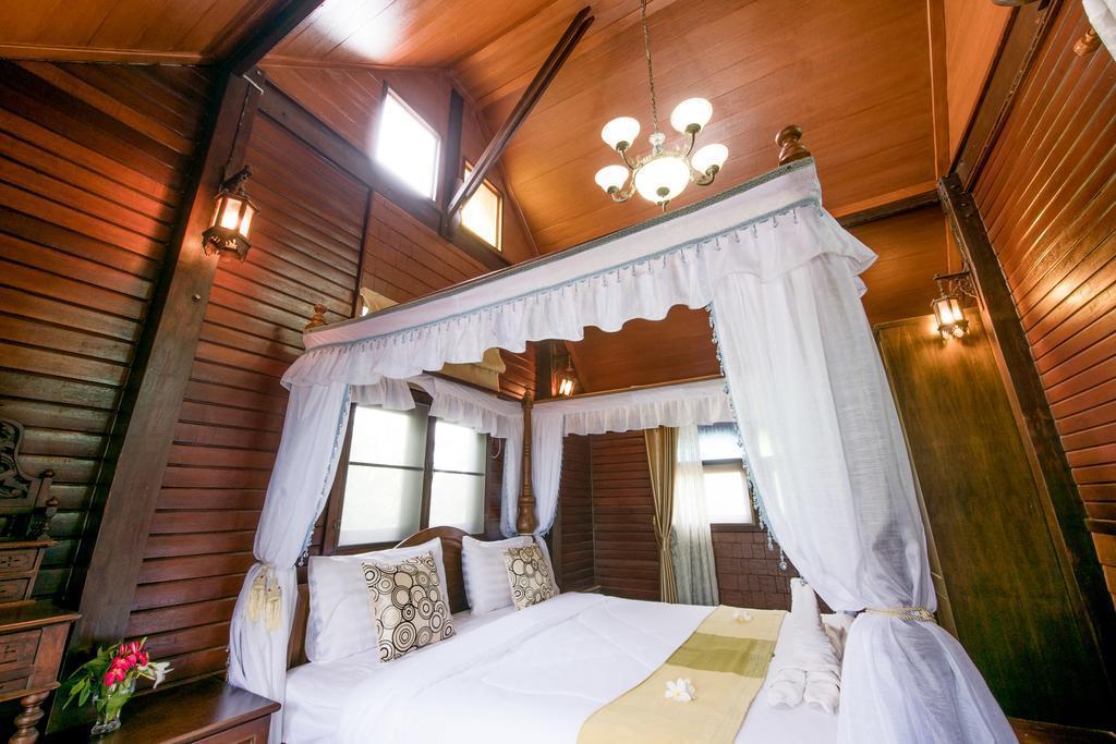 Wooden House By The Lake Baan Mai Rim Num Chak Nok