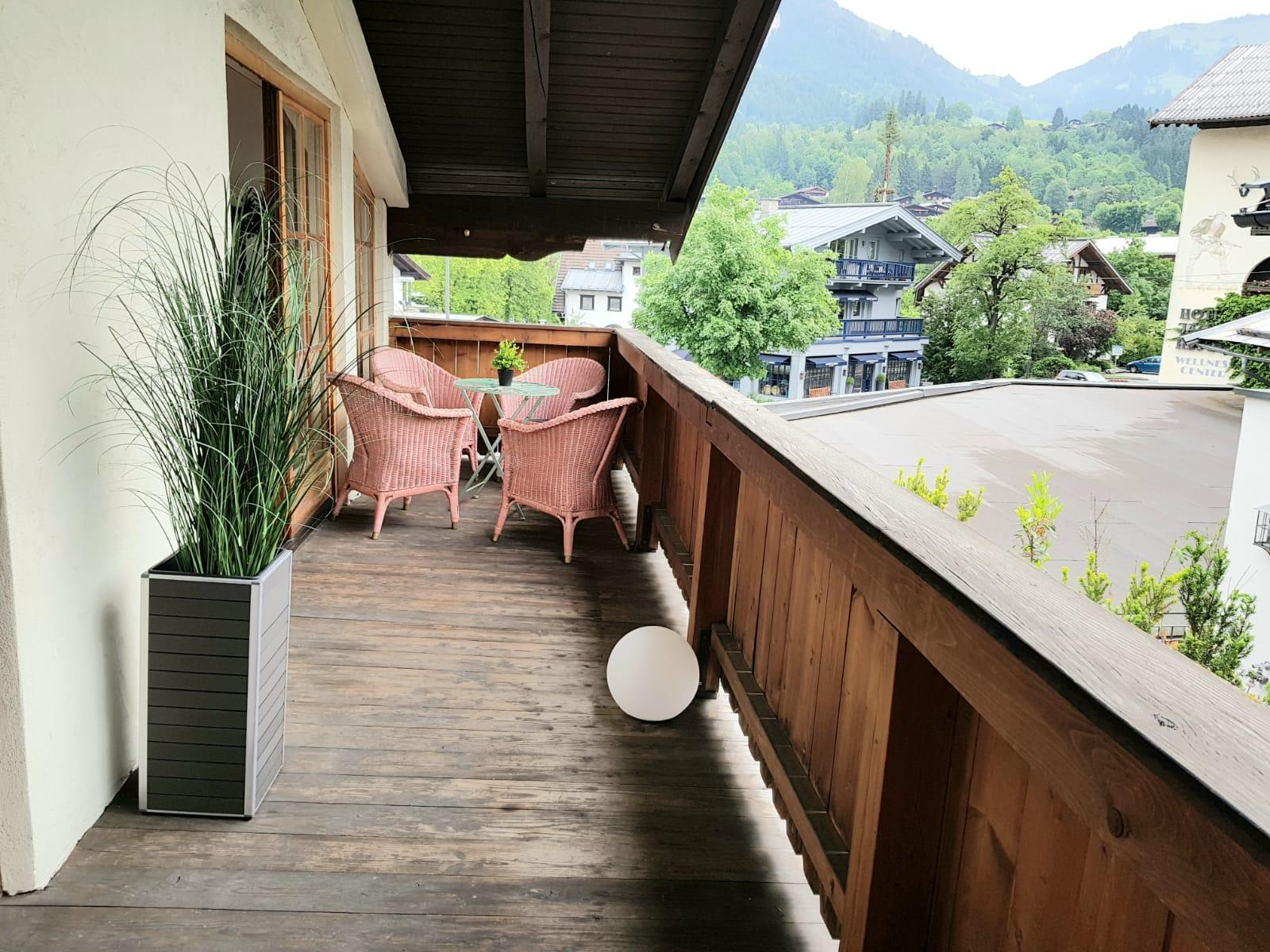 Belle Kitz   3 BR Apartment With A Mountain View