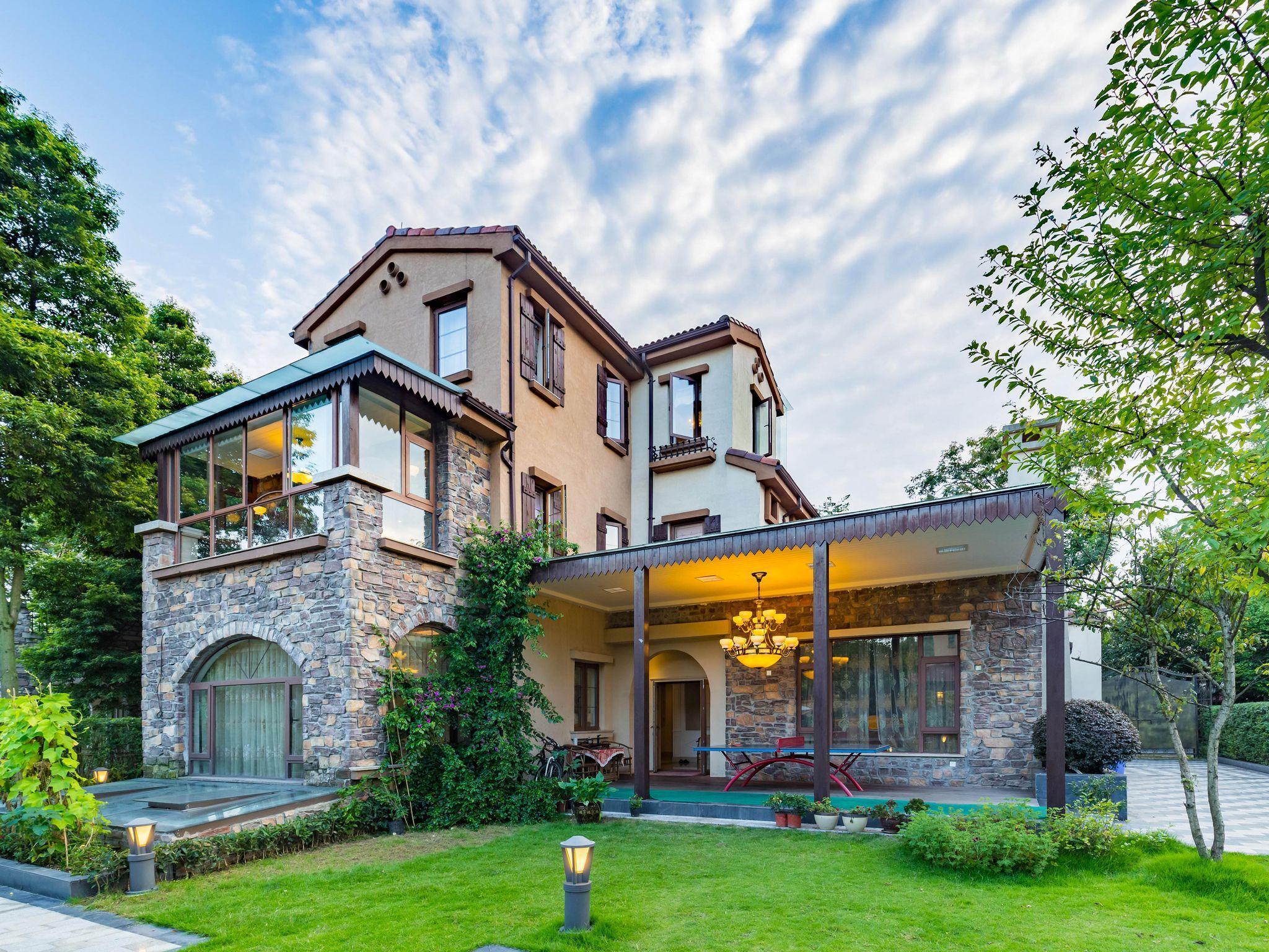Luxury Villa W Pool Just ON The Lake