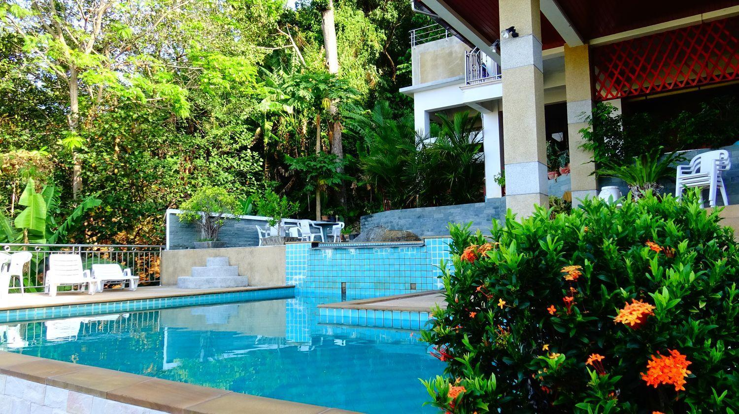 Two Bedroom Apartment Overlooking The Sea And Karon