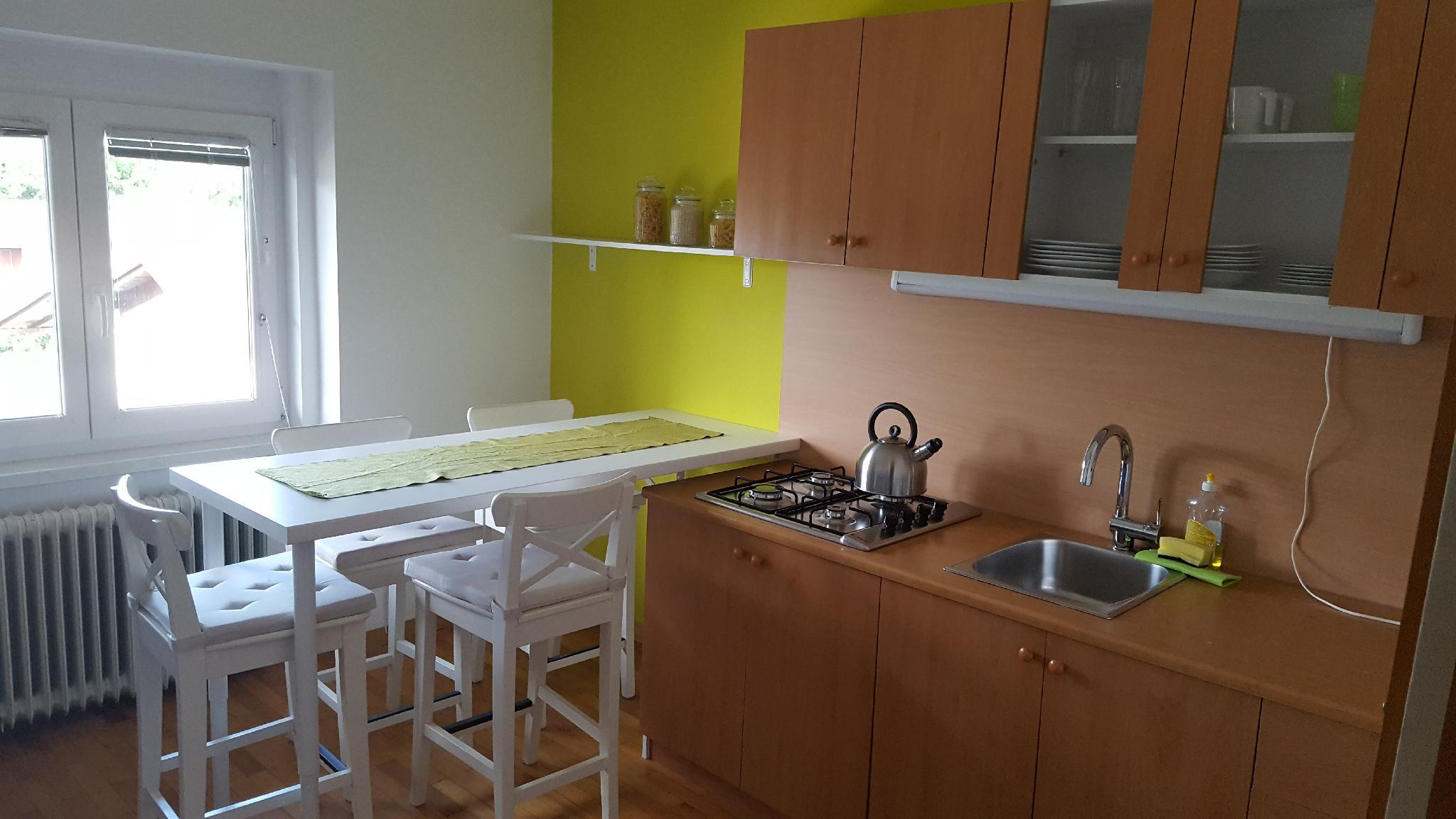 Lovely Two Bedroom Apartment +free Private Parking
