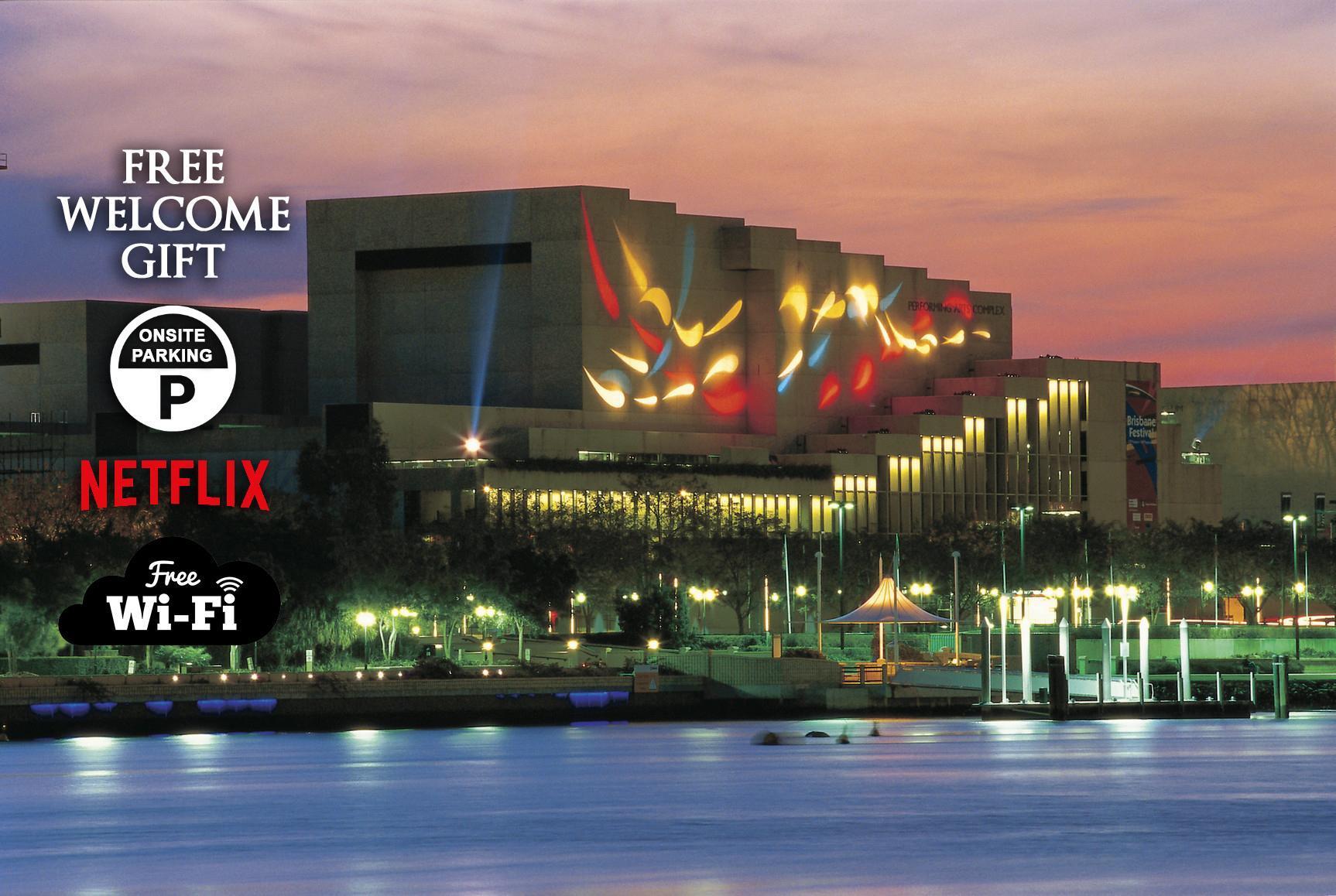 City Sunsets And South Bank +CBD+Views+Pool+Netflix