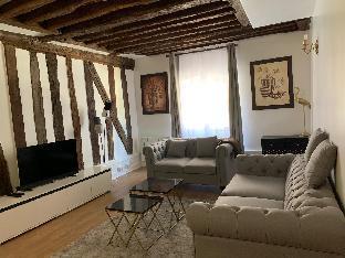 Cozy 2-bedrooms in Marais City Hall Paris center