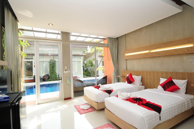 Pool Villa   Luxury Bedroom Pool Front