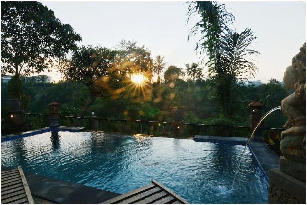 2BR W/big pool/breakfast/Wifi @River View House