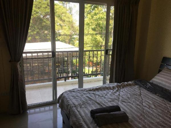 Lung Lung & bed bangsaen (  Front 3rd Fl. R3) Chonburi