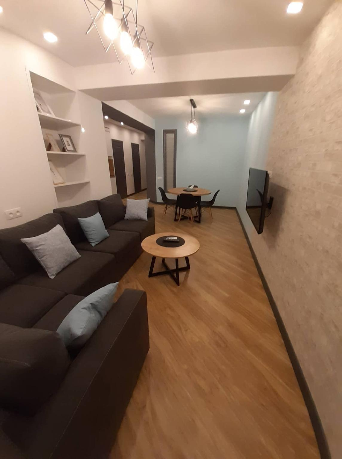 Two Bdr. Newly Renovated Apt. Near Northern Avenue