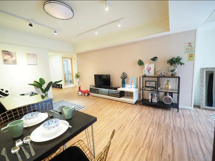 Beautiful Designer Apartment In Perfect Location