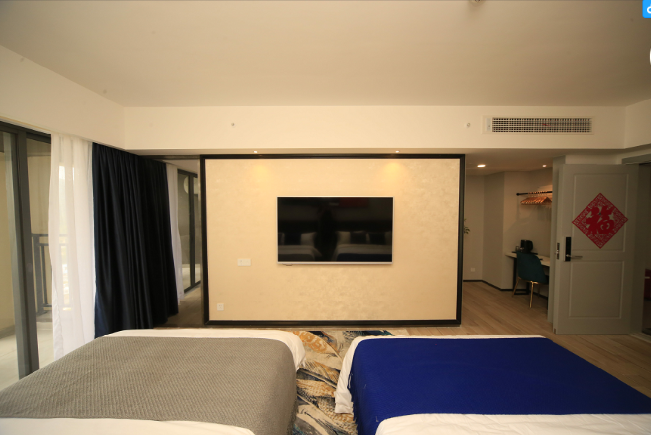 Comfortable Mountain View Twin Bedroom