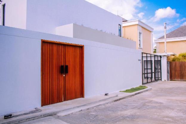 Berawa Beach Modern Style  4 BR Family Villa Damar