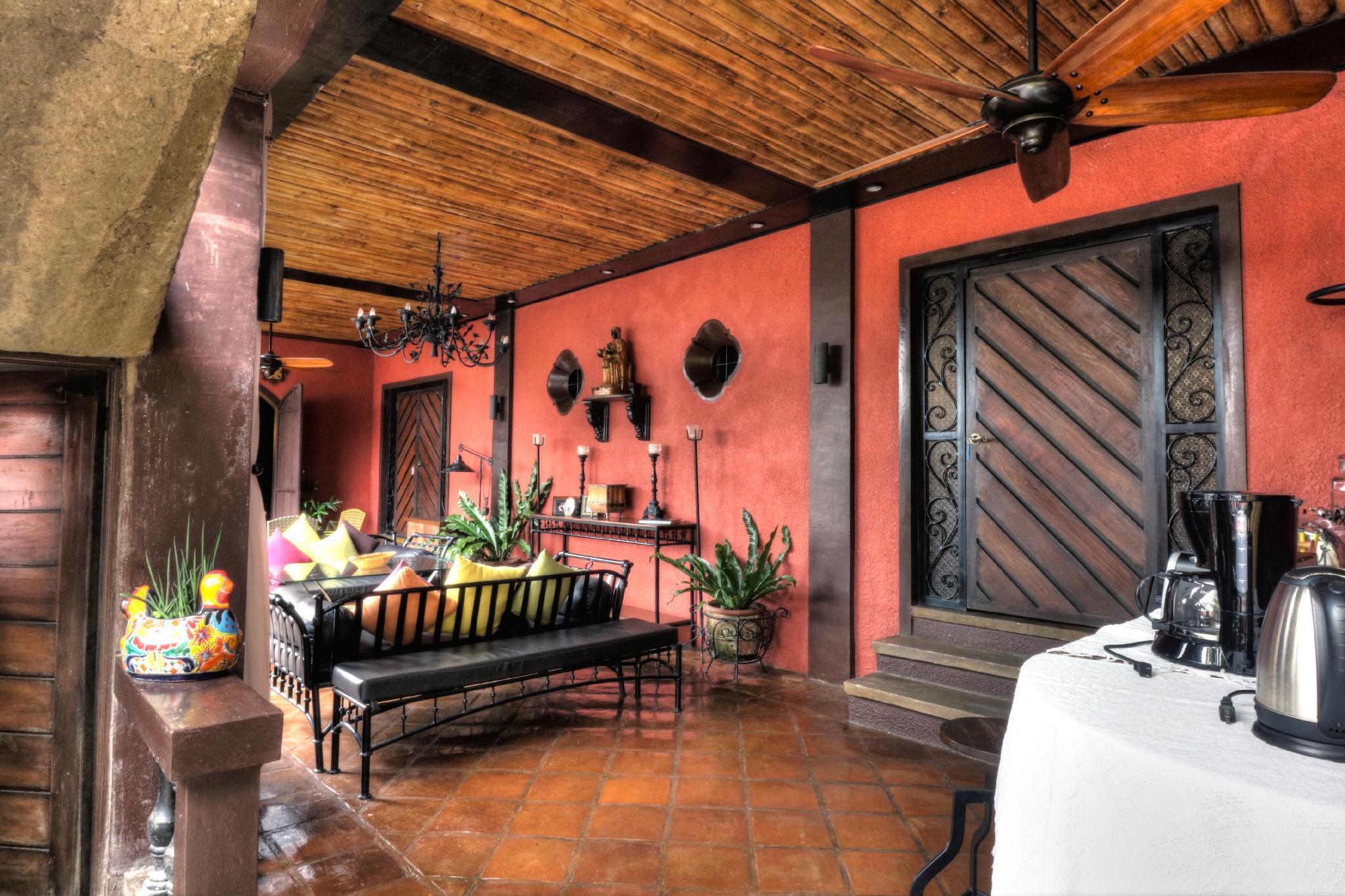 Atelier De Clotilde Mexican Style Nr Ville Sommet