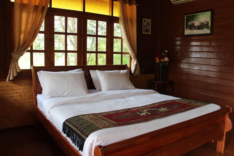 Traditional Thai style cabin with the river view บ้านเดี่ยว 1 ห้องนอน 1 ห้องน้ำส่วนตัว ขนาด 30 ตร.ม. – ไทรโยค