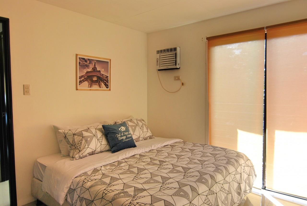 Attractive Riverside 3 Bedroom Unit W  Balcony