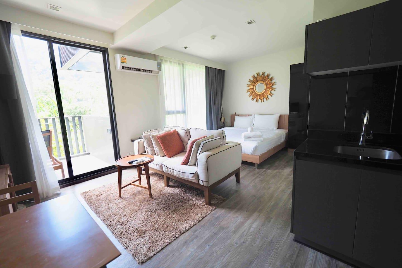 Studio Room & Roof Top Pool At Patong Beach  D258